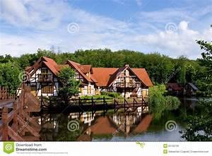 Wasser Entkalken Haus : haus auf wasser lizenzfreies stockbild bild 25702726 ~ Lizthompson.info Haus und Dekorationen