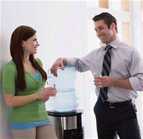 relation amoureuse au bureau 1 personne sur 2 envisage une relation avec un collègue de