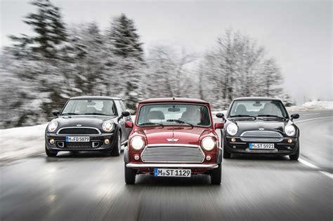 tres generaciones ofreciendo placer al conducir el mini