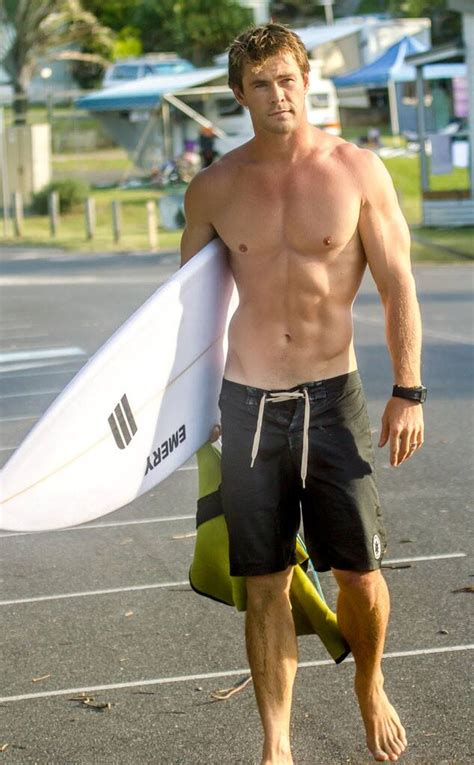 chris hemsworth  ridiculously hot  flaunting