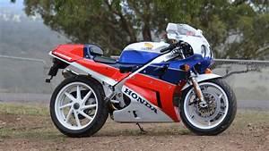 Honda Rc 30 : honda rc30 superbike a robb report retrospective robb report ~ Melissatoandfro.com Idées de Décoration