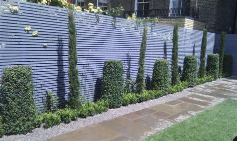 Holzzäune sind in der regel schöner anzusehen und bieten auch einen. 60 atemberaubende Ideen für Gartenzäune | Sichtschutzzaun garten, Zaun garten und Gartenzaun