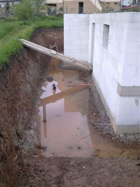 in den boden ableiten bau de forum tiefbau und spezialtiefbau 11958 drainage und versickerung regenwasser