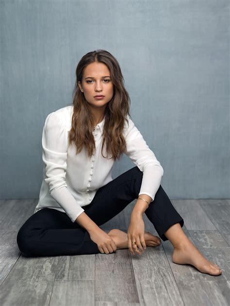 Alicia Vikander Hair Eyes Feet Legs Style Weight No Make Up Photos Muzul