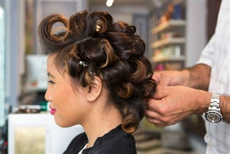 12 Great Ideas On How To Curl Your Hair Easily & Quickly