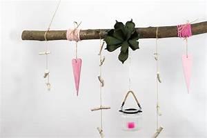 Deko Ast Zum Aufhängen : creatina ast aus buchenholz zum aufh ngen in pink und ~ Michelbontemps.com Haus und Dekorationen