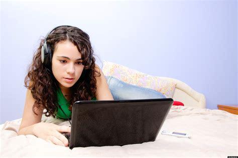 Teen Online Activity Nearly A Third Of Teenage Girls Have Met Online Friends Offline Huffpost