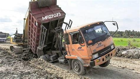 dump truck stuck recovery  excavator  dozer clipfail