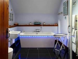 meuble de salle de bain et idees de deco en 60 photos supers With carrelage adhesif salle de bain avec ruban de leds blanche