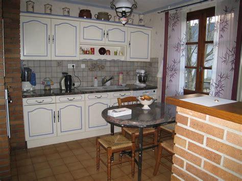repeindre des meubles de cuisine en bois repeindre meubles de cuisine en chêne aménagée poncé