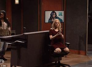 Kate McKinnon mocks Kellyanne Conway's couchgate on SNL ...