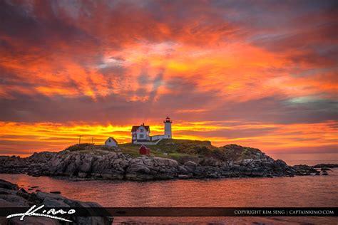 cape neddick light glorious sunrise  nubble lighthouse