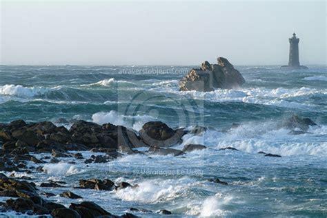 les vagues  les tempetes en  bretagne