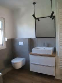 bad fliesen wei und grau handtuch leiter norm bad tags und fußböden