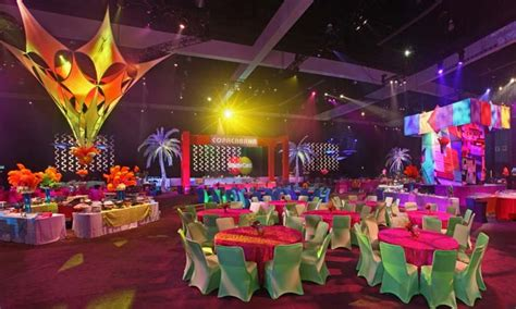 dining table centerpieces decor carnival themed corporate