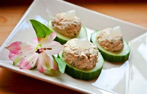 canap au thon canapés de concombre garnis de thon au fromage blanc et au