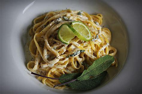 rezepte mit salbei nudeln mit salbei gorgonzola so 223 e chefkoch de
