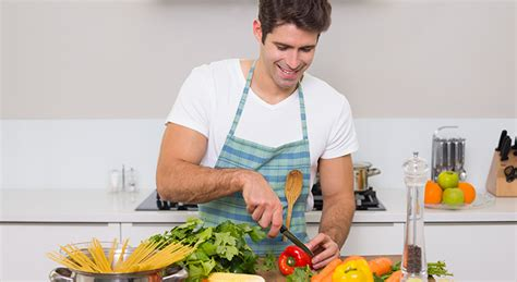 qui cuisine tout seul 10 gestes pour réconforter sa femme pendant les règles