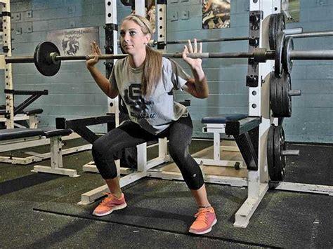 lets   female athletes squatting