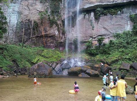 wisata tebing harau  kabupaten lima puluh kota sumatera