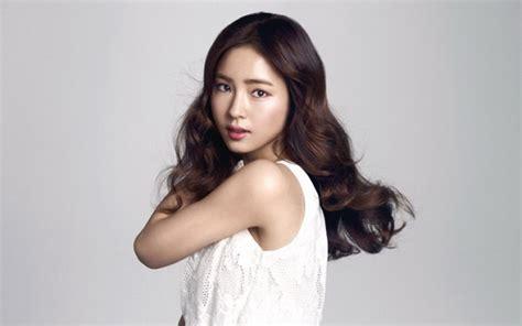 Gaya Rambut Ala Jepang Dan Korea Ngetren Di Indonesia Gaya Rambut Pria Pendek Samping Cara Potong Model Yuni Shara Yang Bagus Buat Tipis Diharamkan Oleh Islam Potongan Cocok Untuk Zodiak Cancer Sedang Hits