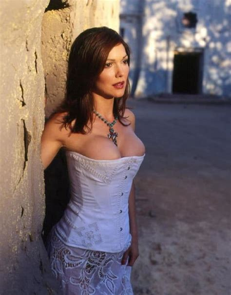 Celebrity Nails Laura Harring 61 Bilder