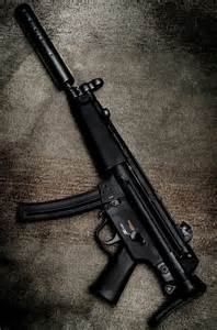 HK MP5 Submachine Gun Women