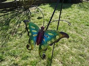 Windspiel Garten Metall : windspiel schmetterling bunt aus metall mit glaskugel ~ Lizthompson.info Haus und Dekorationen