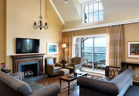oceanfront accommodations  victoria bc oak bay beach