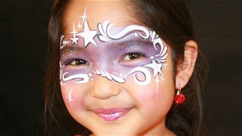 fasching schminken vorlagen fee schminken lila fee kinderschminken vorlage anleitung mit glitzer