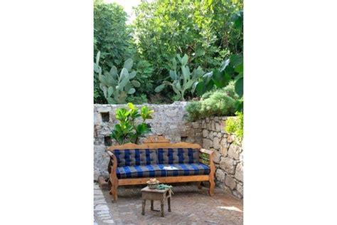 canapé pour terrasse canapé é pour une terrasse entourée de verdure