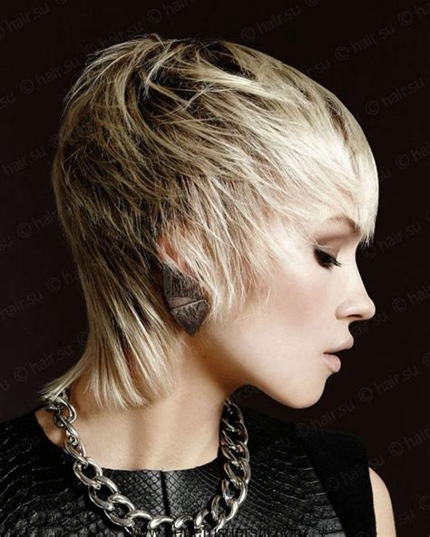 Frisuren nacken kurz deckhaar lang schnell lange haare. Kurze Haarschnitte für Dicke Haare - 22 Kurz-Haar-Stil-Ideen   Short shag haircuts, Thick hair ...
