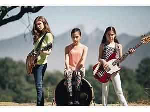 Enter Sandman: Teen Girl Band The Warning Play Cover