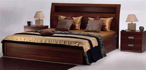natural finish   aura bed set adds  warmth