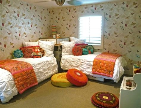 Great Way To Place Two Beds In A Small Room, Never Thought