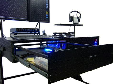 pc dans bureau pc casemod intégré dans un bureau