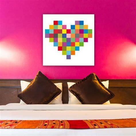 un tableau pixel en forme de coeur pour les amoureux du pop cette toile sur fond blanc