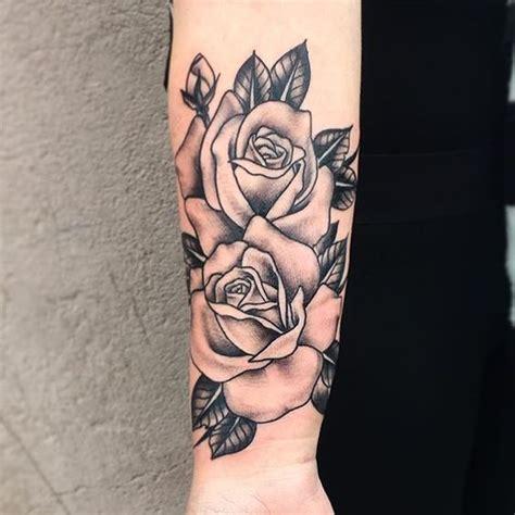 origine  signification du tatouage rose allotattoo