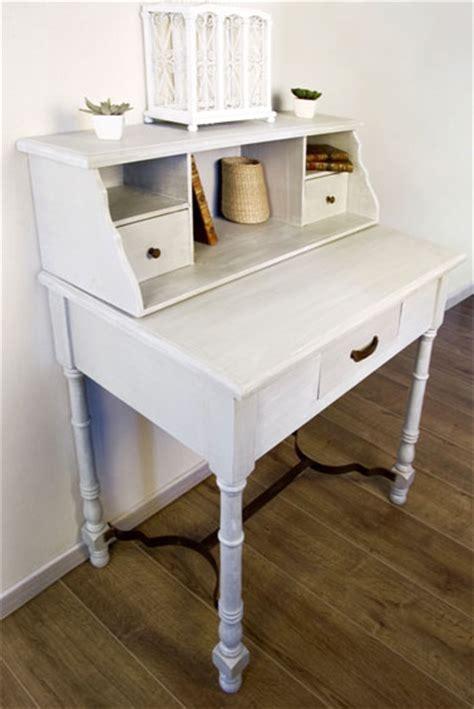repeindre bureau bois peindre un meuble en bois quelle peinture choisir