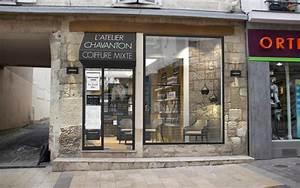 Salon De Coiffure Chic Et Moderne Vitrine