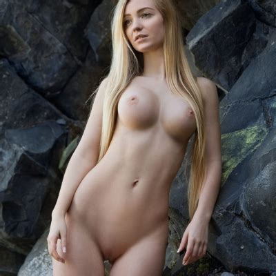 Blonde Acacia Has The Perfect Nude Girl Body Stunnershq Com