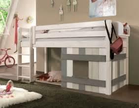 hochbett für kinderzimmer kinderhochbett mit leiter und hütte aus holz paradise
