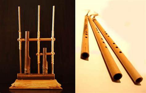 Kecapi adalah alat musik melodi dan termasuk dalam kategori tradisional. Pengertian Alat Musik Melodis, 7 Contoh, dan Gambarnya Lengkap