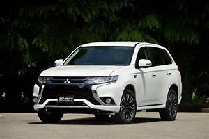 2016 Mitsubishi Outlander PHEV Review | CarAdvice