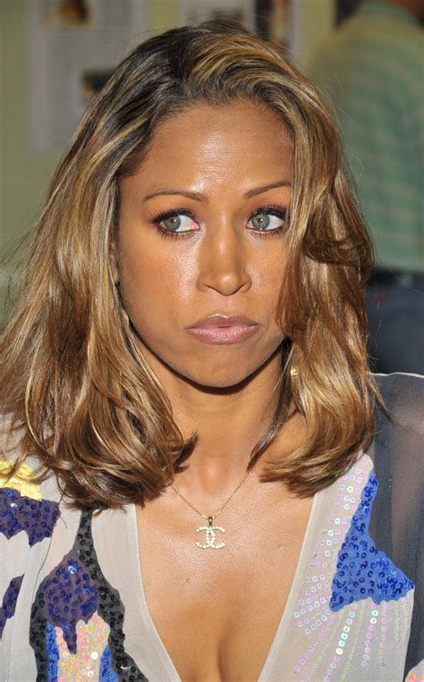 stacey dash eye color stacey dash oscars hellobeautiful
