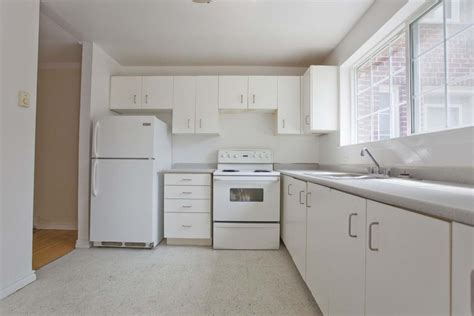 Mississauga 3 Bedrooms Apartment For Rent