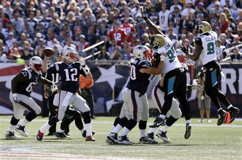Brady Notches 400th Td Pass In Patriots' 51-17 Win Over