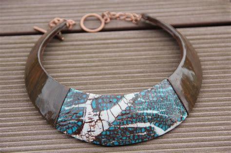 collier plastron ethnique artisanal en pate polym 232 re fimo imitation bois 233 b 232 ne et