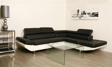 meuble et canapé com canape noir et meuble blanc