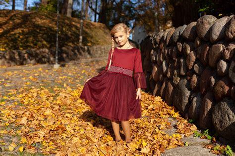 Gaidot simtgadi esam radījuši greznu kleitu kolekciju lielām un mazām dāmām, jo simtgades gadā ...